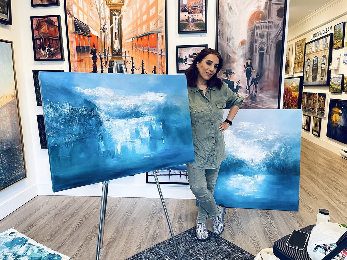 Artist Farahnaz Live Painting in the gallery